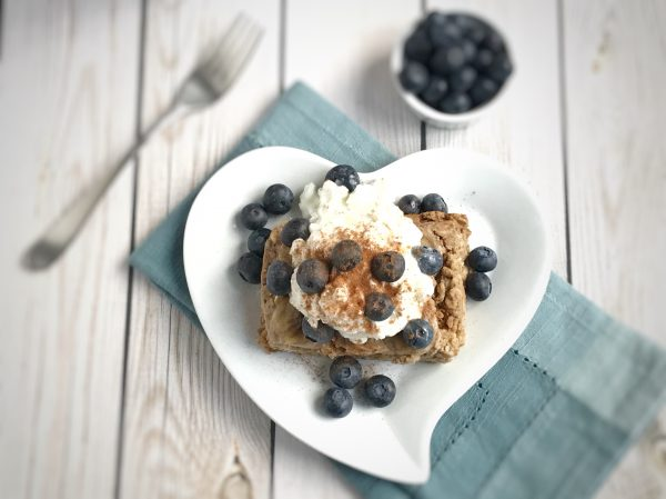 Peanut Butter Banana Protein Baked Oatmeal with cottage cheese and blueberries