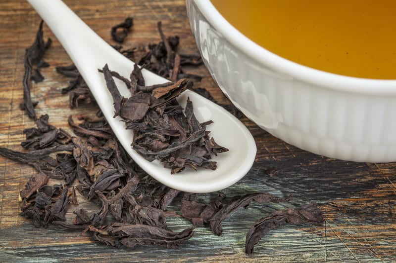 Oolong tea and leaves