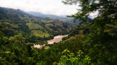 nehir manzarali dinlence