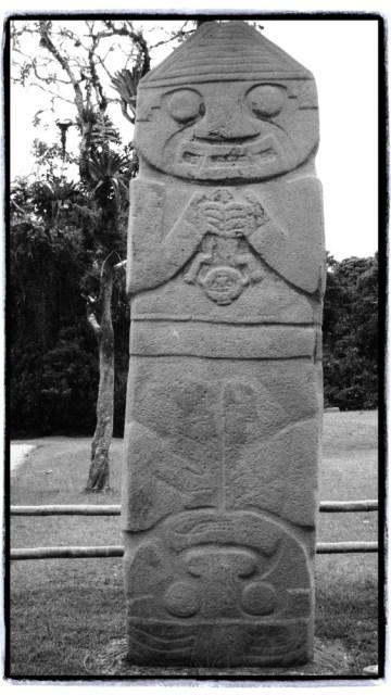 Şaman mı yoksa ebe mi olduğuna karar veremedikleri devasa heykel