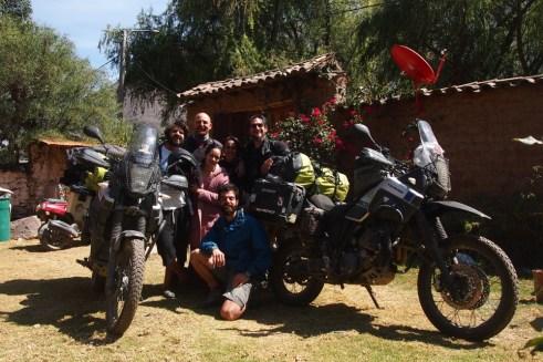 Moto Trio ekibi - Özkan ve Fırat, üç köpek babası Mert ve kızarkadaşı Ale ve Füsun