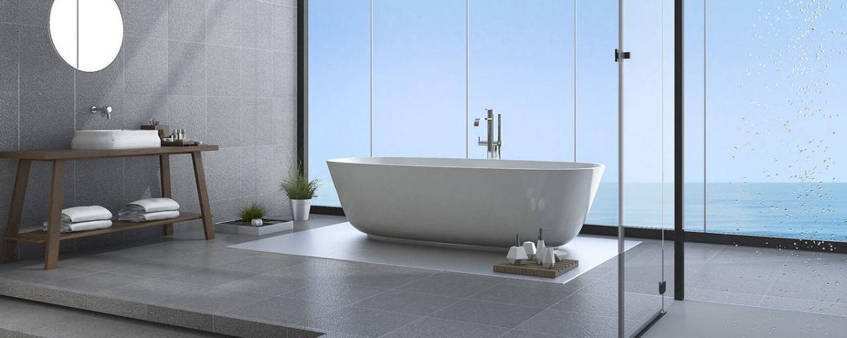 Удобная ванная комната - с ванной в центре