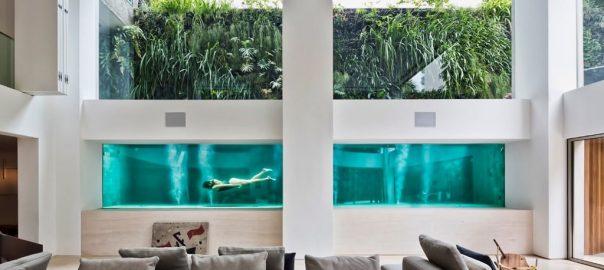 Дом с бассейном в гостиной