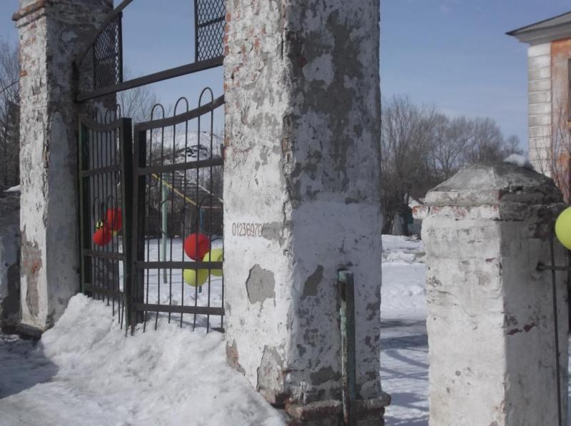 Вход в изибрательный участок Медногорска