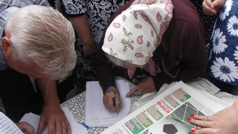 Эти седовласые медногорцы говорят решительное «нет» нищете и бесправию своих детей и внуков.