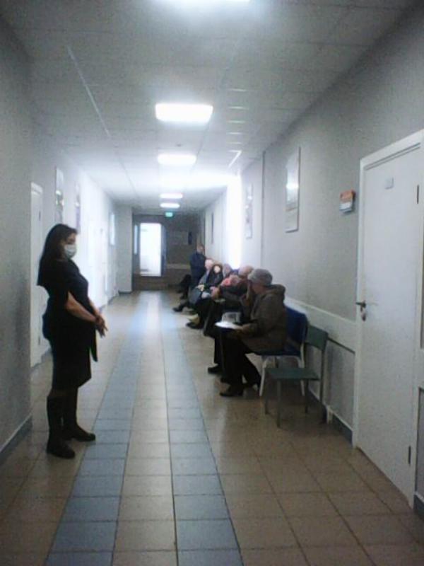 В коридорах поликлиники нет ни паники
