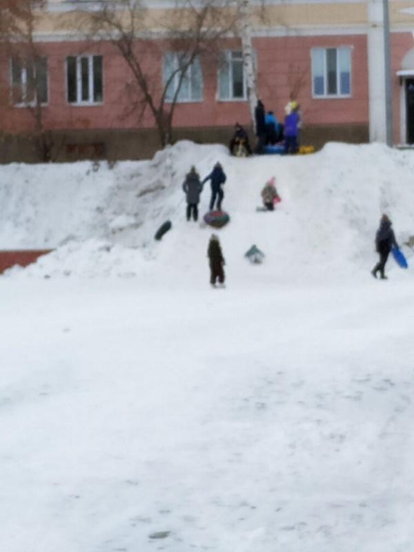 Одна радость ребятне, хоть снег-то выпал в декабре
