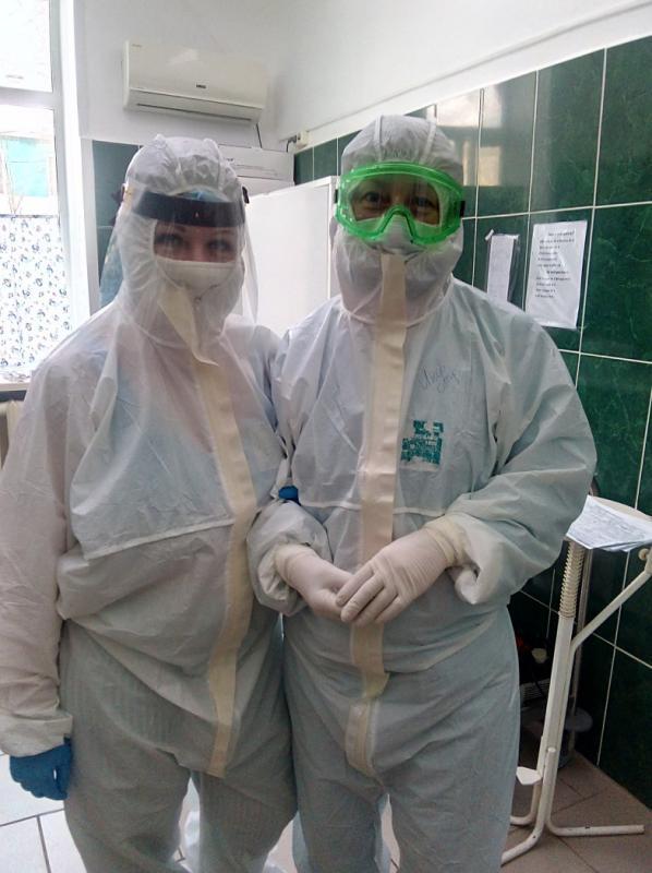 Процедурная и постовая медсестры Анна Ефимова и Ольга Скибина