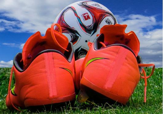 Orranje voetbal schoenen