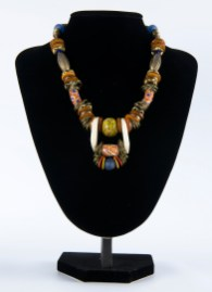 Necklace Multicolour with white at pendant