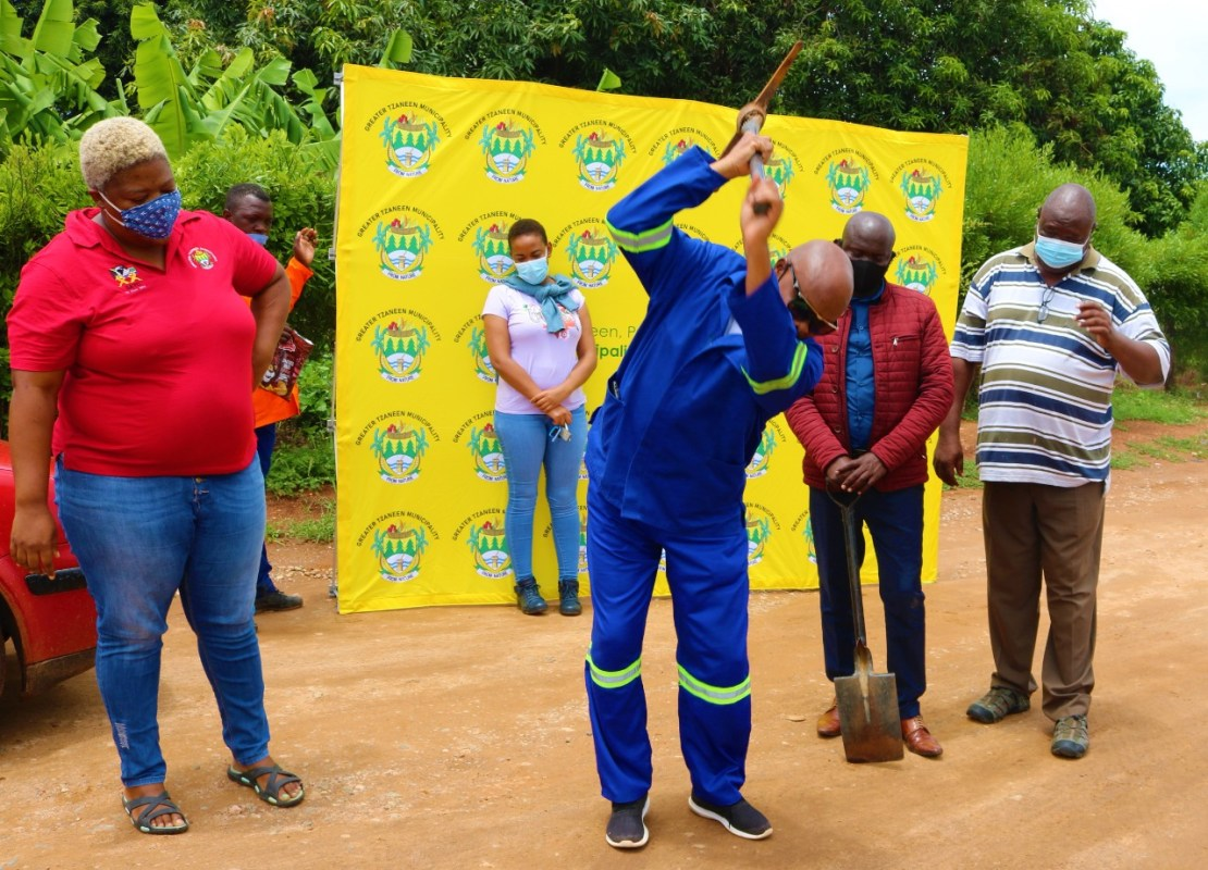 Mayor launches a R40 million street paving project at Nkambako Village