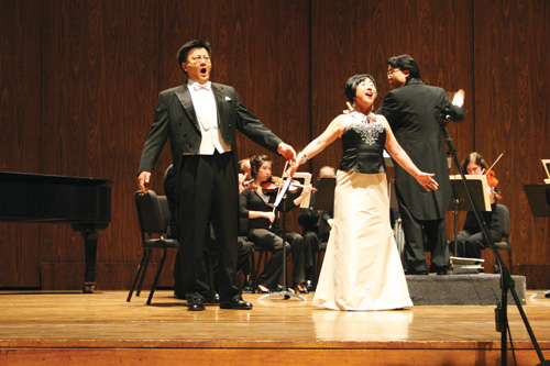 """Young Hee Kim sings with Pilsung Kim from the opera """"La Traviata"""" at Meany Hall at the University of Washington in 2008."""