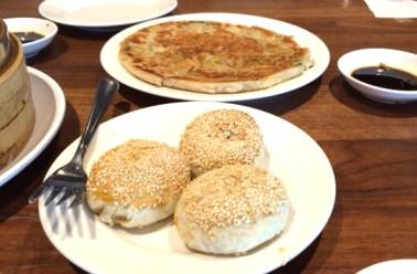 Onion cake (bottom), turnip sliced cake (top). (Photo by George Liu/NWAW)