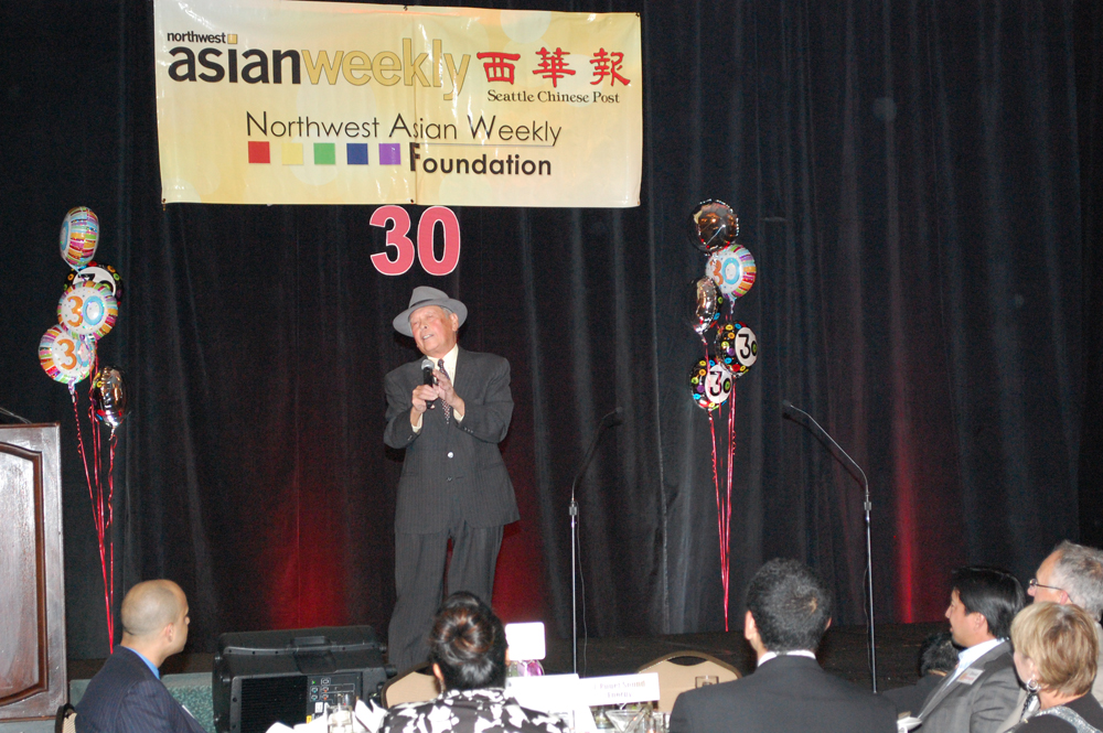 Bob Santos singing at the Northwest Asian Weekly's 30th Anniversary celebration at the Seattle Sheraton Hotel. (Photo by George Liu/NWAW)