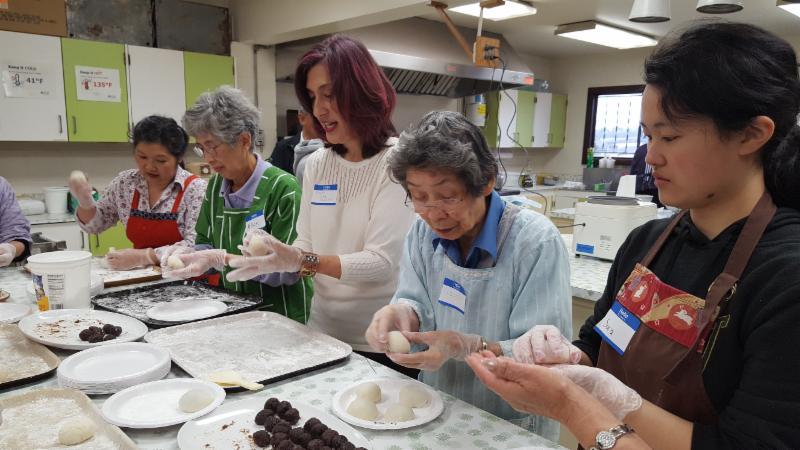 From left: Vicki Yotsuuye Marsten. Alice Uyeda, Sharon Sobie Seymour, Grace Kanda, and Sara Ichinaga. (Photo by Sheldon Arakaki)