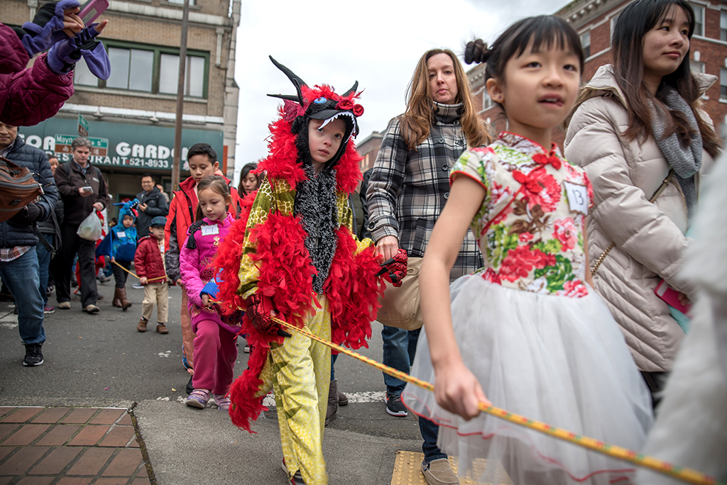 Contestants waiting in the parade. (Photo by Andre Chow)