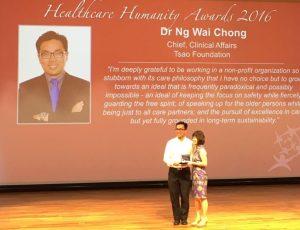 Dr Ng Wai Chong receiving Healthcare Humanity Award