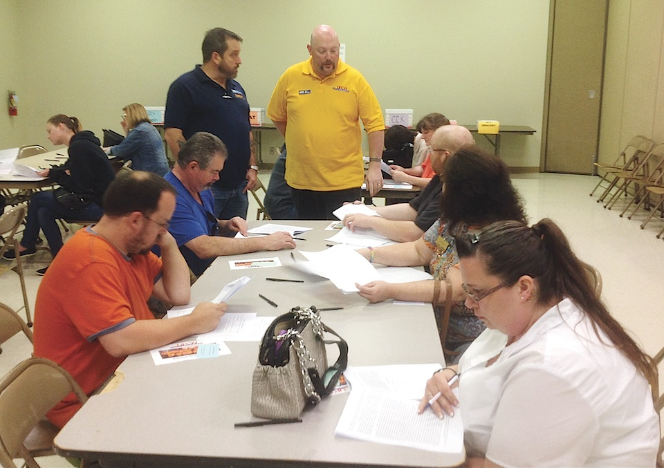 Grocery workers ratify new UFCW union contracts | nwLaborPress