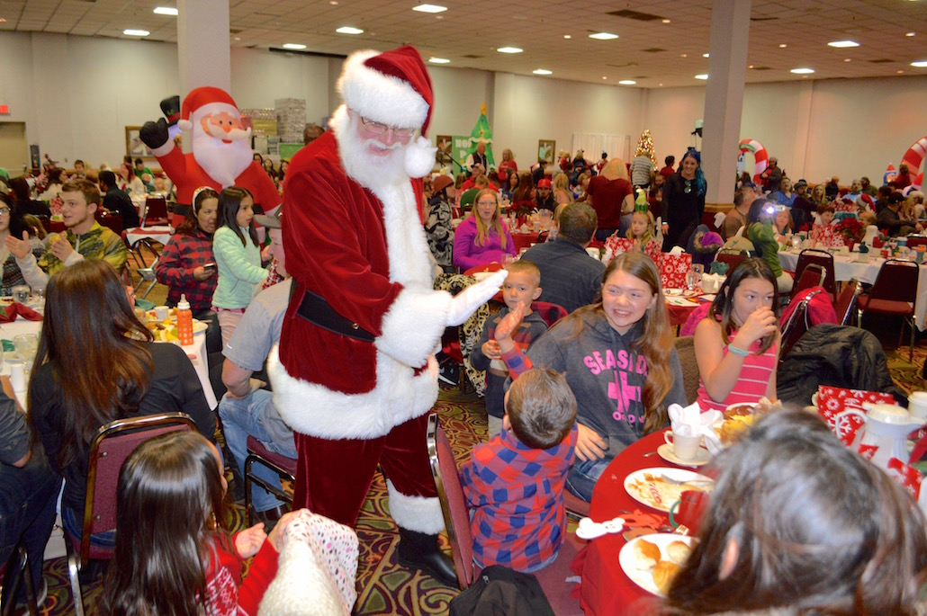 Santa has breakfast with Iron Workers Local 29 | nwLaborPress
