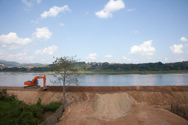 Development along the Mekong, Chiang Khong, Thailand, 2014