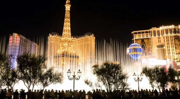 Las Vegas: Hundreds of Protesters March Against Vaccine Mandate, Clash With Police Image-460