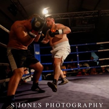 Ben Humphreys defeats Alan Blacks on points to win WUMA heavyweight title