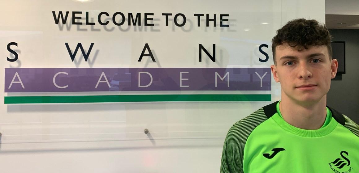 Caernarfon lad Cian Williams signs for Championship club Swansea City