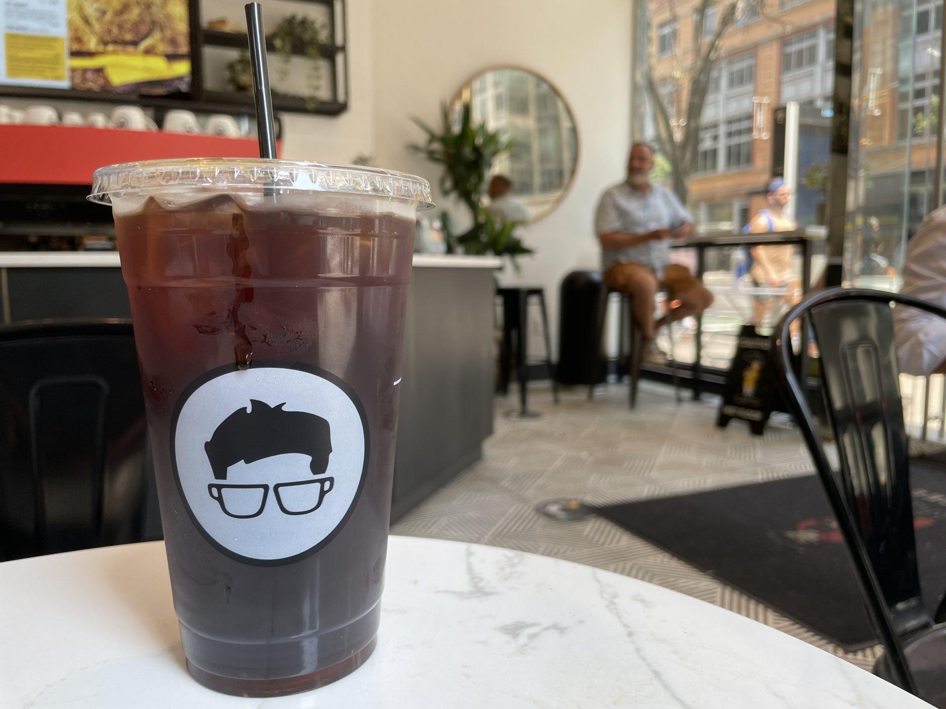 【マンハッタン発】メガネのマークが目印 グレゴリーズ・コーヒー(Gregorys Coffee)