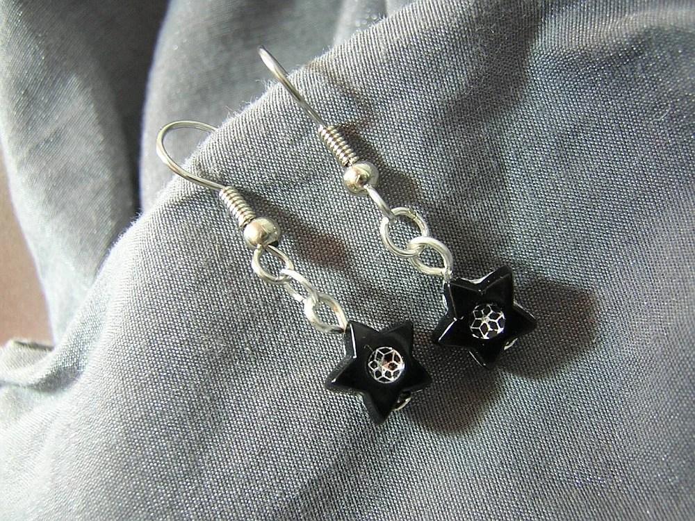 Black Star Handmade Single Bead Dangle Earrings D225E-55512 - $5.95