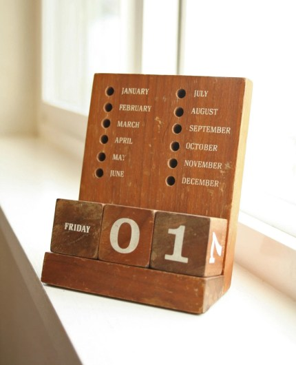 the estate of things chooses wooden perpetual calendar