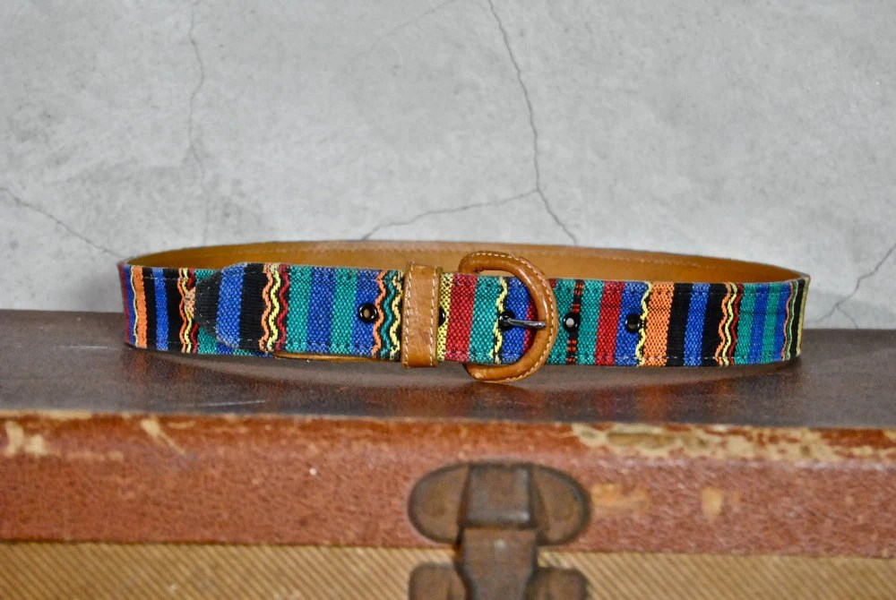 "90's tribal print belt, 28""- 32"" waist"