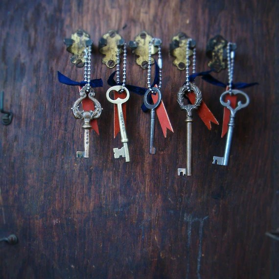 personalized circa 1900 skeleton key keychain
