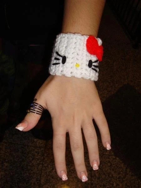 Hello Kitty Crocheted Cuff by Irenescrochet