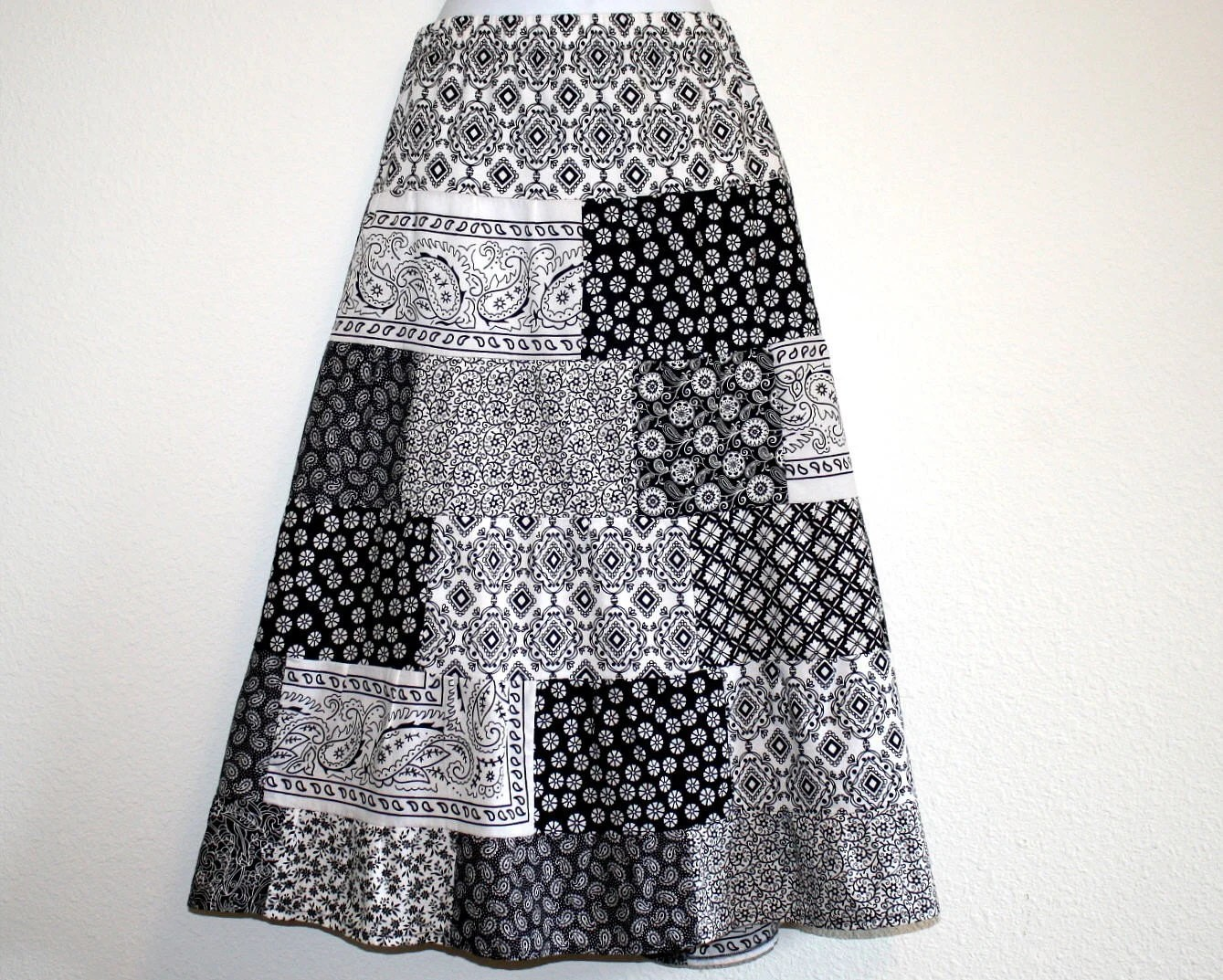 Skirt Tier,Womans Size 10-14 Elastic Waist, Black and White, Cotton