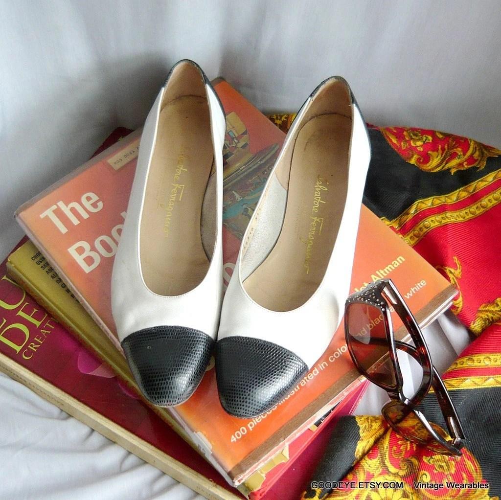 Vintage Ferragamo Flat Shoes Size 9 1/2 narrow Nautical SPECATORS Navy White