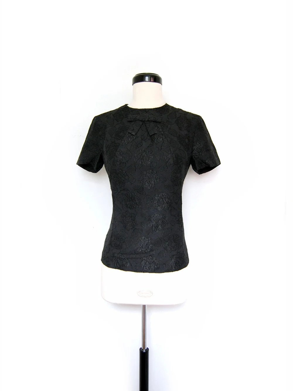 1950s Black roses fitted blouse top with decorative bow ( s/m )