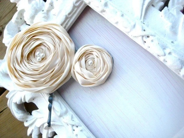 BUTTERCREAM VANILLA BEAN ROSETTE HAIRPIECE