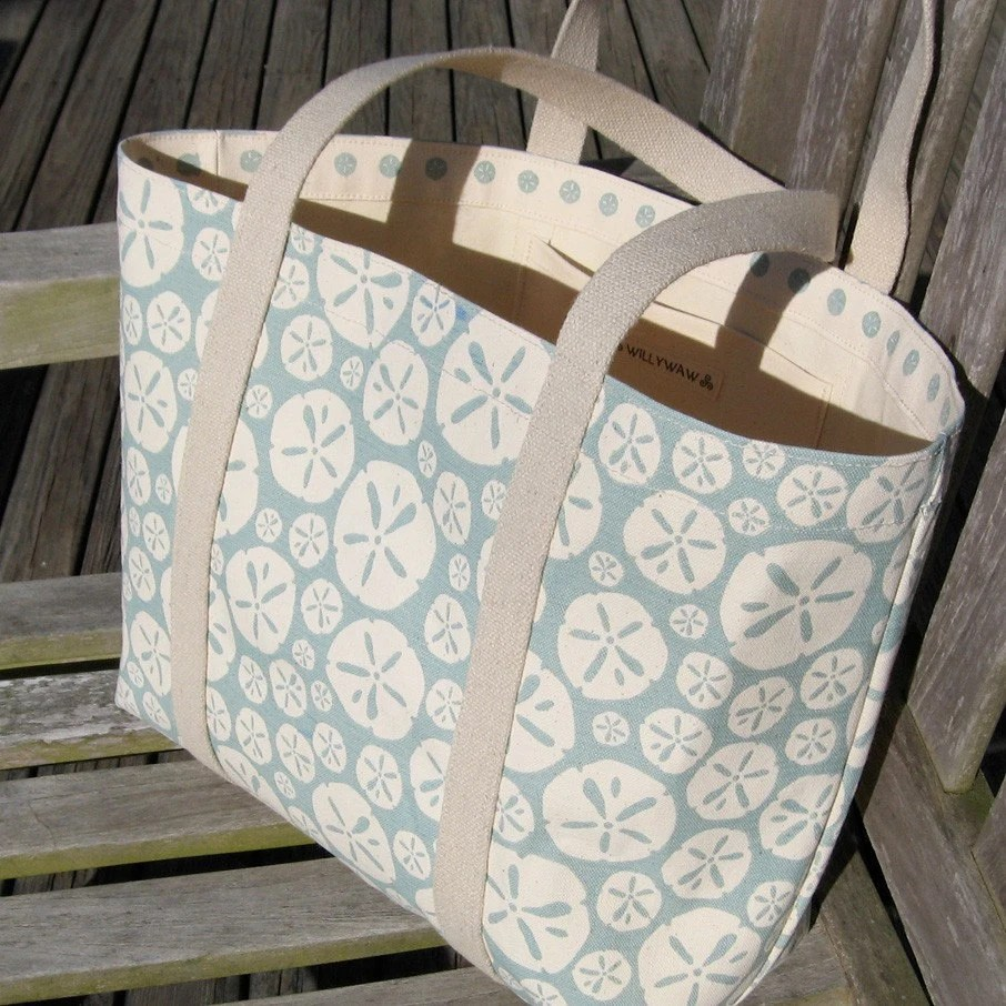 Sand Dollar Tote in Sea Spray - Medium