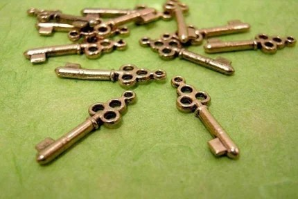 12 Antique Keys on Etsy
