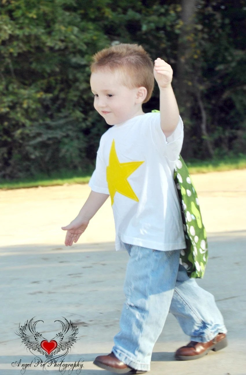 SUPER lil dude yellow STAR golf cape tee size 2-4S
