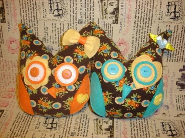 Hibou décoratif Plushie - jaune et sarcelle Aide Owl don d'entraînement au Japon