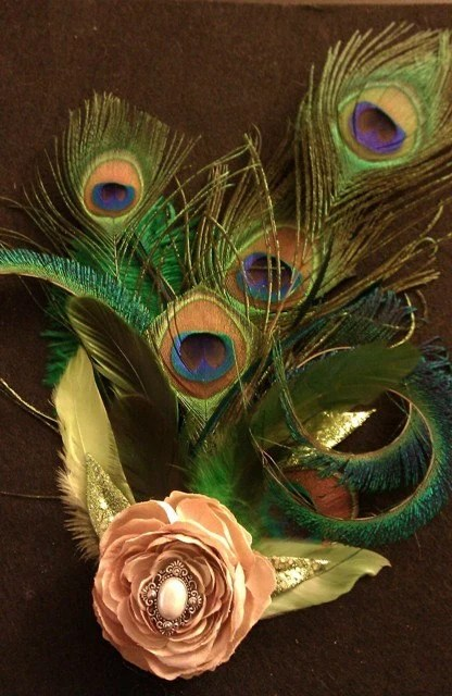 Hollywood Glam, Peacock feather bridal fascinator, 1920s flapper girl, pearl accent, OOAK, Wedding Feather fascinator