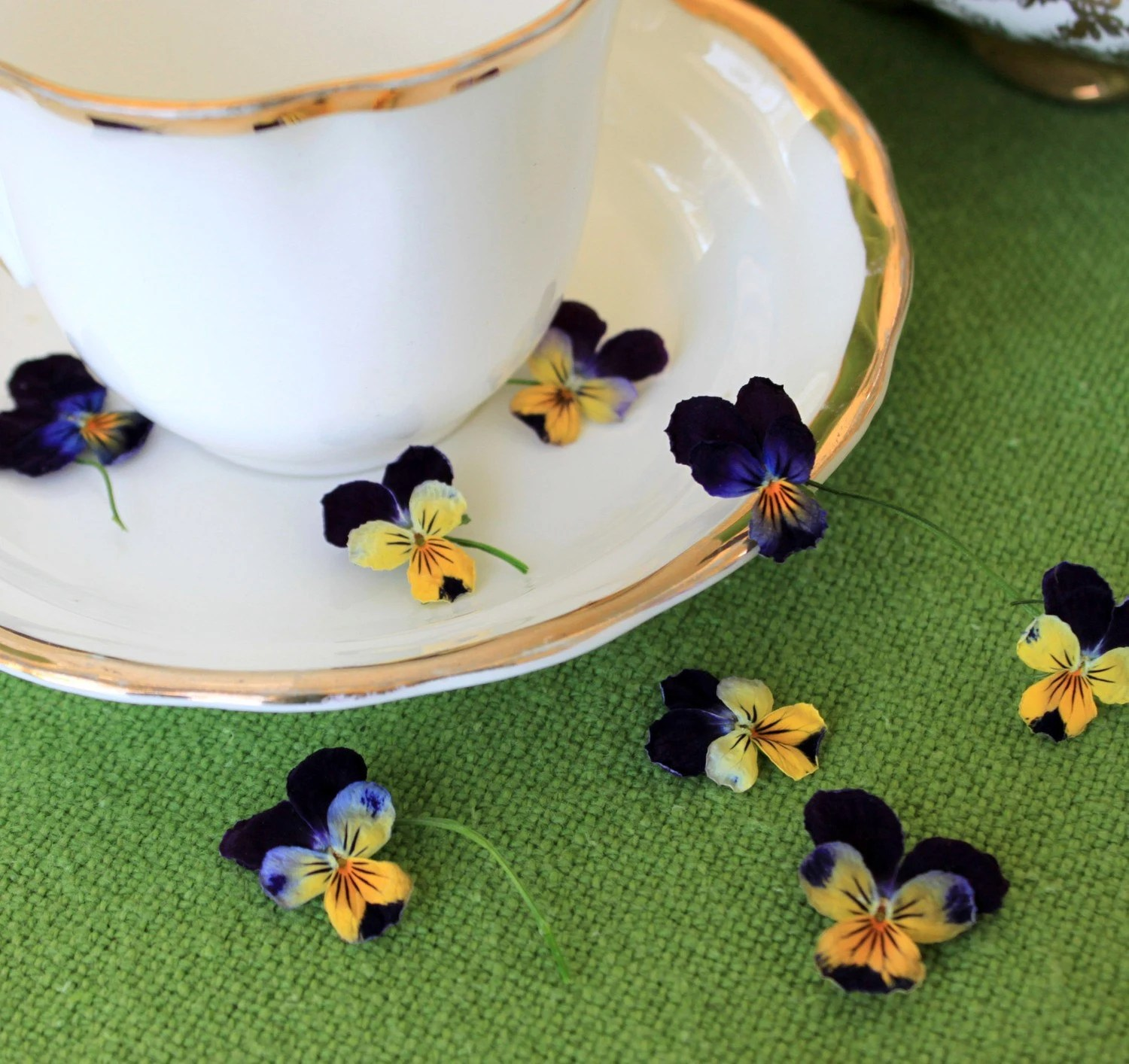 1000 Real Violas, dried wedding flower confetti