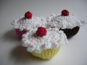 Cupcakes knit crochet toy banana chocolate strawberry white icing red cherry set of 3