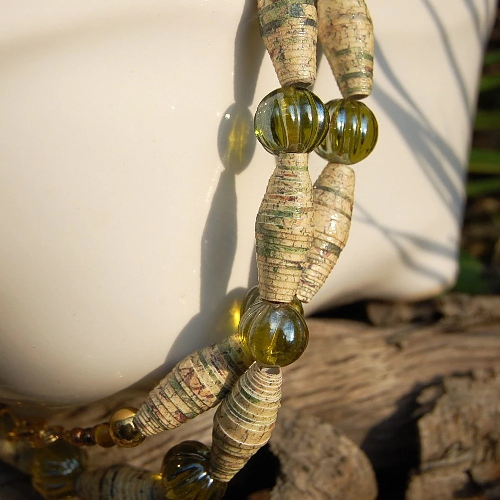 Paper Bead Necklace by radrb8vicki