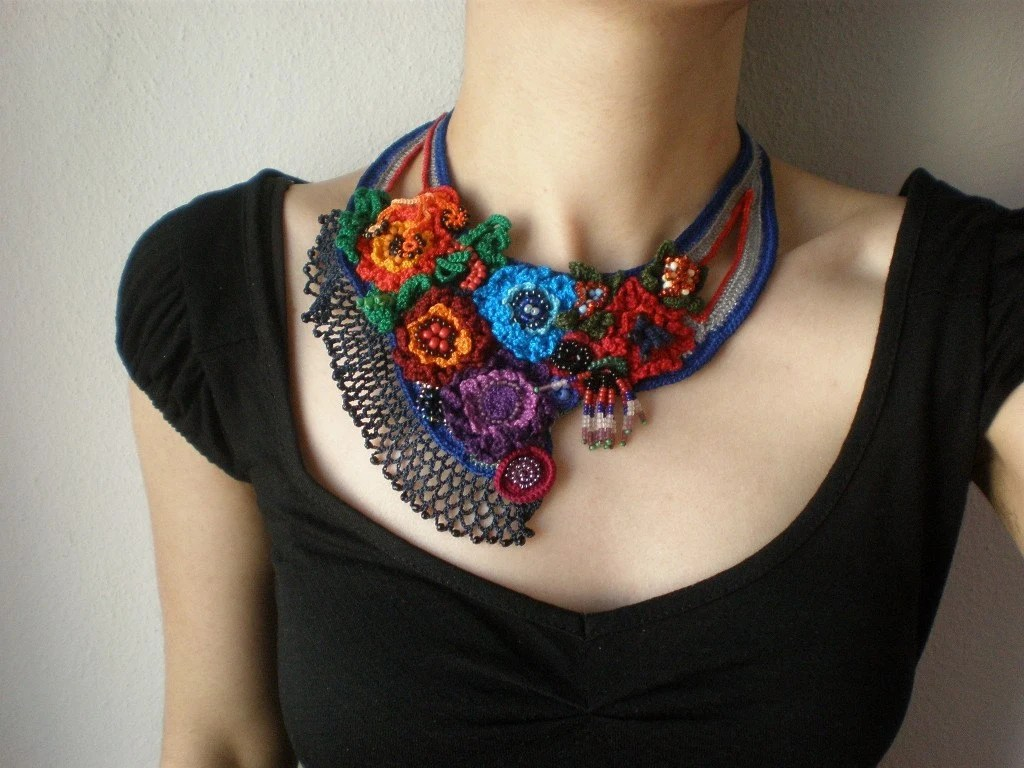 Ranunculus Lyallii ... Freeform Beaded Crochet Necklace - Flowers