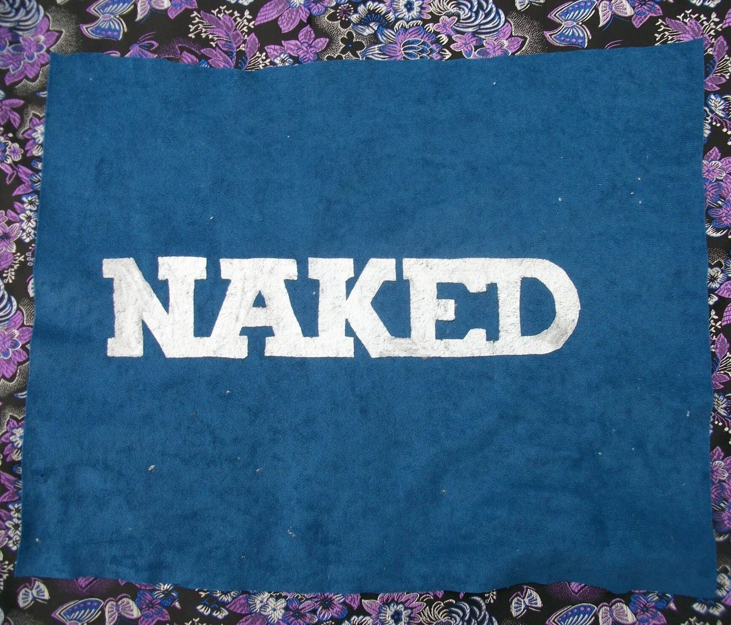 FREE -   Naked on Blue Velvet - Painting by NIK