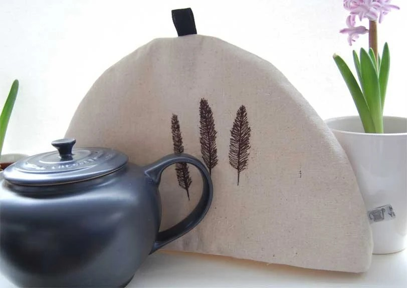 Tea cozy - embroidered feathers