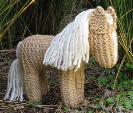 Sandy, Palomino Horse, Naturally Dyed, Merino Wool / Yarn