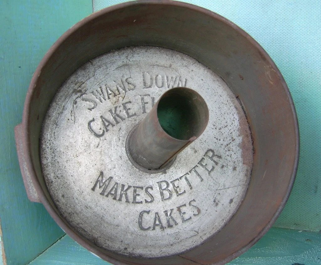 VINTAGE Swan's Down Cake Flour Cake Pan Advertising Prim Rustic MAKES BETTER CAKES